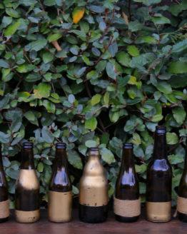 Location décoration bouteilles ocres or
